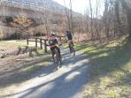 Pista ciclabile per il lago Maggiore, lago di Mergozzo (spiaggia 20 minuti in bicicletta)