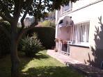 espació de jardin delante del balcón (casi privado)