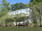 Incredible Waterfront Lake Cottage. Breathtaking View! 15 mins to Hyannis.