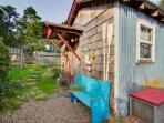 Cozy & well-decorated cabin with close beach access and dog friendly!