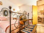 Flora bedroom - Villa PoliFlora
