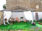 Gazebo e zona relax in giardino
