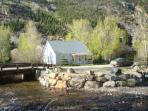 LITTLE VICTORIAN COTTAGE ON CLEAR CREEK 2 BD/1 BA, MOUNTAIN/HILL VIEW