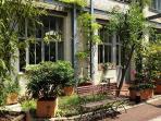 Jardin privatif ( expo sud) donnant sur cour arborée au rez de chaussez