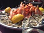 Degustez les merveilles de la mer fraichement pechees a la Halle aux poissons de Trouville sur Mer