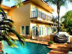 Ft. Lauderdale Mansion Walk to Beach Heated Pool 5/5 for 14- 4131 NE 34th
