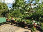 The garden invites to rest.