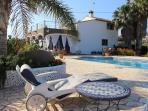 Landelijk gelegen villa dicht bij zee met groot privé zwembad en gastenverblijf voor max. 12 pers.