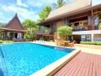 Stunning infinity edged 11m pool - ample of swimming space for all