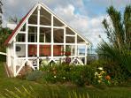 Direkt an der Steilküste: Sommerküche mit Grill und Räucherofen