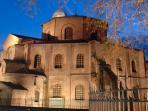 Basilica di San Vitale notturna