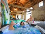 Pour un week-end détente, espace bien être privatif rien que pour Vous...Spa Hammam Sauna Piscine