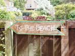 The sun is shining - time to go 'TO THE BEACH'!
