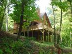 New River Cabin With Hot Tub, Pool Table, Fire Pit, WiFi & Pets Allowed