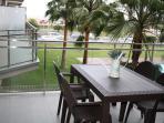 Terraza con vistas al mar y a piscina