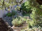 Le jardin de la Résidence et accès entrée