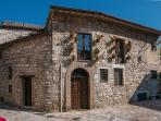 casa medievale nel centro storico di Assisi