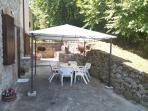 Cortile privato con barbecue ed altre attrezzature