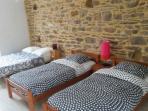 Chambre Les Fuschias, très spacieuse, 1 lit double et 2 lits simples