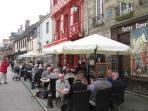 Restaurants within a few minutes walk from Maison Bleue.