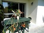la salle à manger extérieure plein soleil de l'après midi