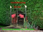 entrance of 'De Hut'