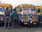 bus typiques et tres colorés