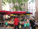 The market, 150 meters from the apartment