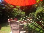 L'Olivier. Beautiful private garden area, large table and 6 chairs and barbecue