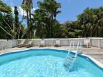 pool and sundeck, great for cooling off !