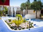 Uno splendido giardino e meravigliosi spazi esterni  vi aspettano per un'estate da vivere!