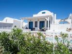 An attractive, light and airy villa build with lots of Santorini style is villa 'PEARL'.