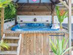 SPA privatif au bord de la piscine
