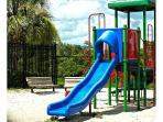Kid's Playground / Plaza de juegos - ComprandoViajes