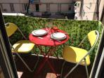 Ou repas sur le petit balcon dans le prolongement de la cuisine ?