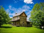 OVR's Orndorff Cabin-AUTHENTIC,Primitive &cozy CABIN in the MOUNTAINS OF PA!!
