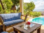 Villa Lisa pool lounge
