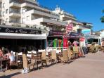les commerces et restaurant près de la plage