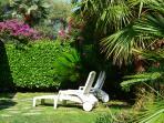jardin privatif, clos, loin de la rue, protégé par l'enceinte de la résidence