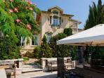 Façade Art-nouveau de la Villa Aloha et son jardin sud.