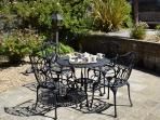 2 The Granary holiday cottage in Brighstone - Tea on the patio