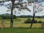 Vue depuis une roulotte sur la campagne