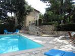 vue de la piscine et de la villa