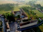 vue générale du village et des autres bâtiments de l'Abbaye de Moutiers Saint Jean, fondée Ve siècle