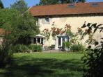 - Commençons la visite : vue de la maison depuis le jardin