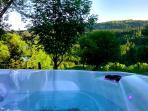 week end en amoureux dans un gîte haut de gamme avec spa extérieur, en montagne dans le Sancy