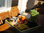 En la terraza es posible desayunar, comer, cenar, RELAJARSE ...