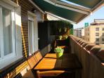 Parte de la espectacular terraza (14m2), con dos toldos