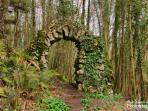 Does this arch conceal a geocache? Check our geocache map,a great way to explore,