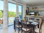 Rentals in Playa del Carmen - Dining area and open kitchen - Casa del Mar PH Cielo